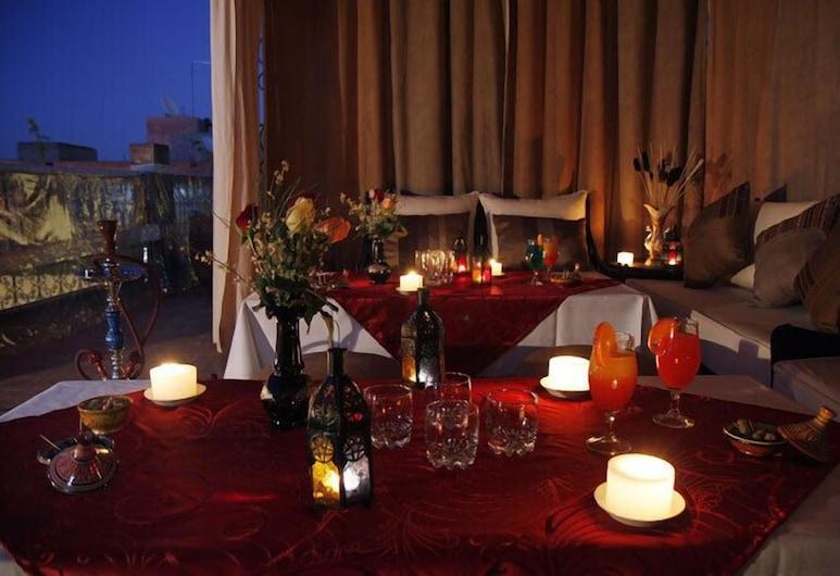 Riad Shaloma, Marrakech, Restauration en terrasse