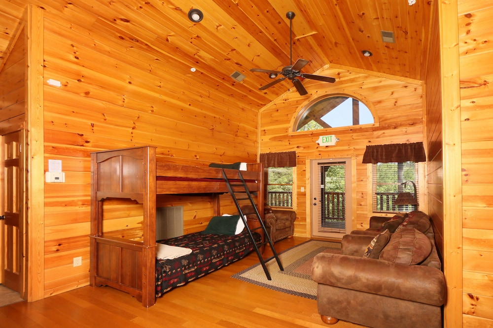 book bearskin lodge by redawning gatlinburg tennessee