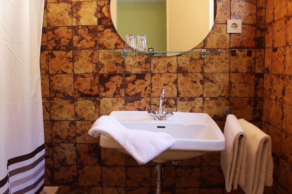สแตนดาร์ดอพาร์ทเมนท์, 2 ห้องนอน - อ่างล้างมือ