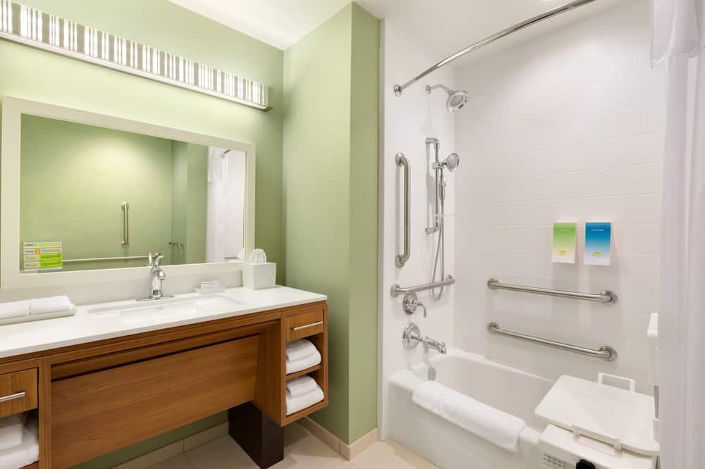 Studio, 2 Queen Beds, Accessible, Non Smoking - Bathroom