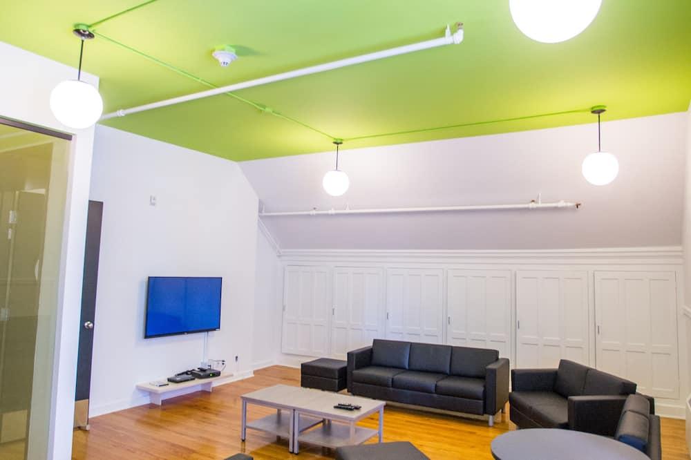Standard Triple Room, Multiple Beds, Shared Bathroom - Living Area
