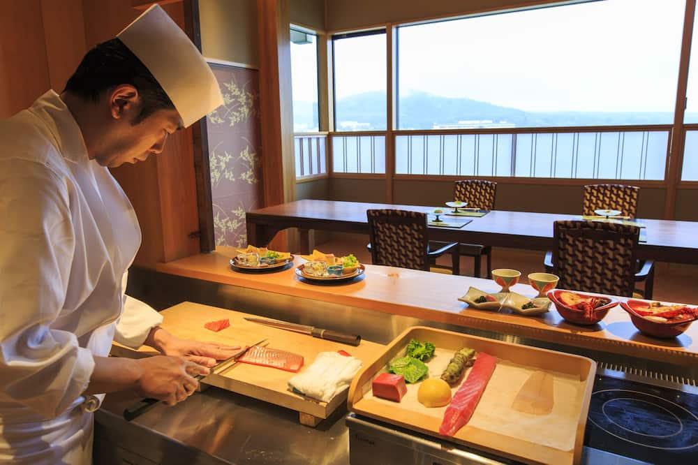 Presidential Suite, Non Smoking (Mt. Fuji View, Open Air Bath) - Tempat Makan dalam Bilik