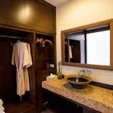 ห้องดีลักซ์, เตียงใหญ่ 1 เตียง, ระเบียง, วิวแม่น้ำ - ห้องน้ำ