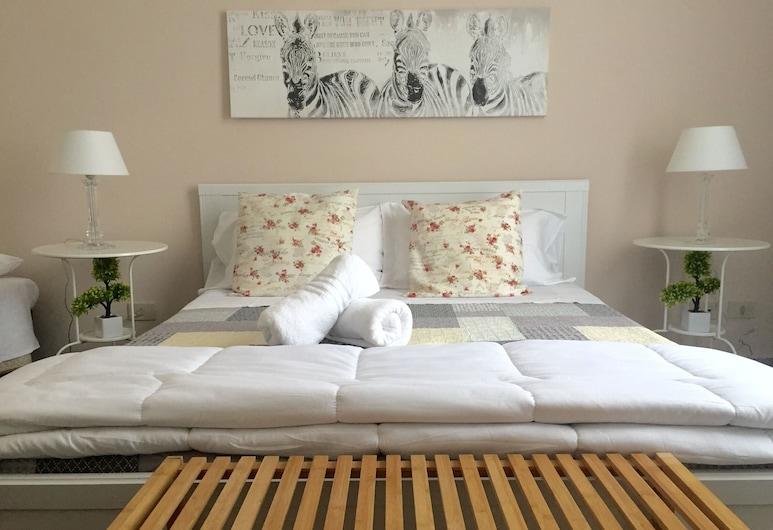B&B Essenze, Palerme, Chambre Quadruple, 1 lit double ou 2 lits jumeaux, salle de bains privée, Chambre