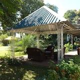 مقصورة في الحديقة