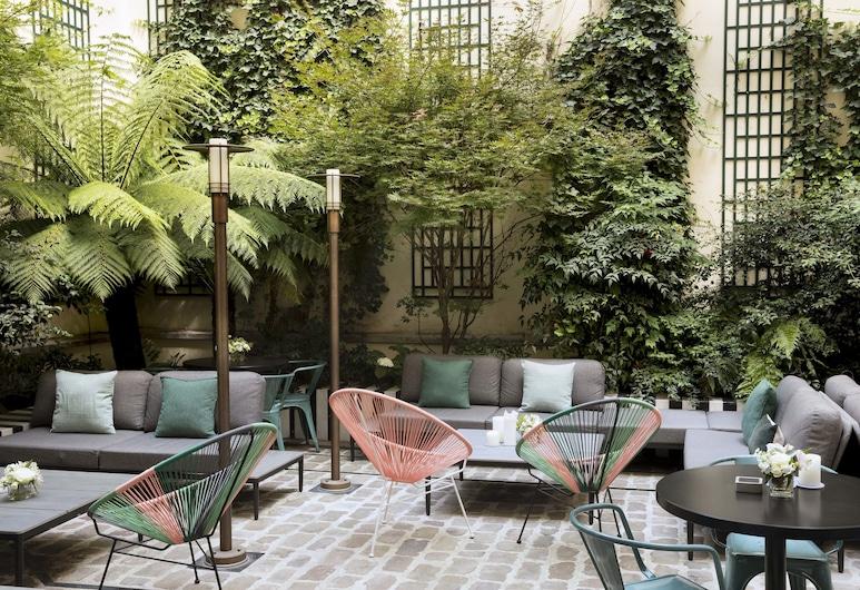Hôtel Saint-Marc, Paris, Trädgård