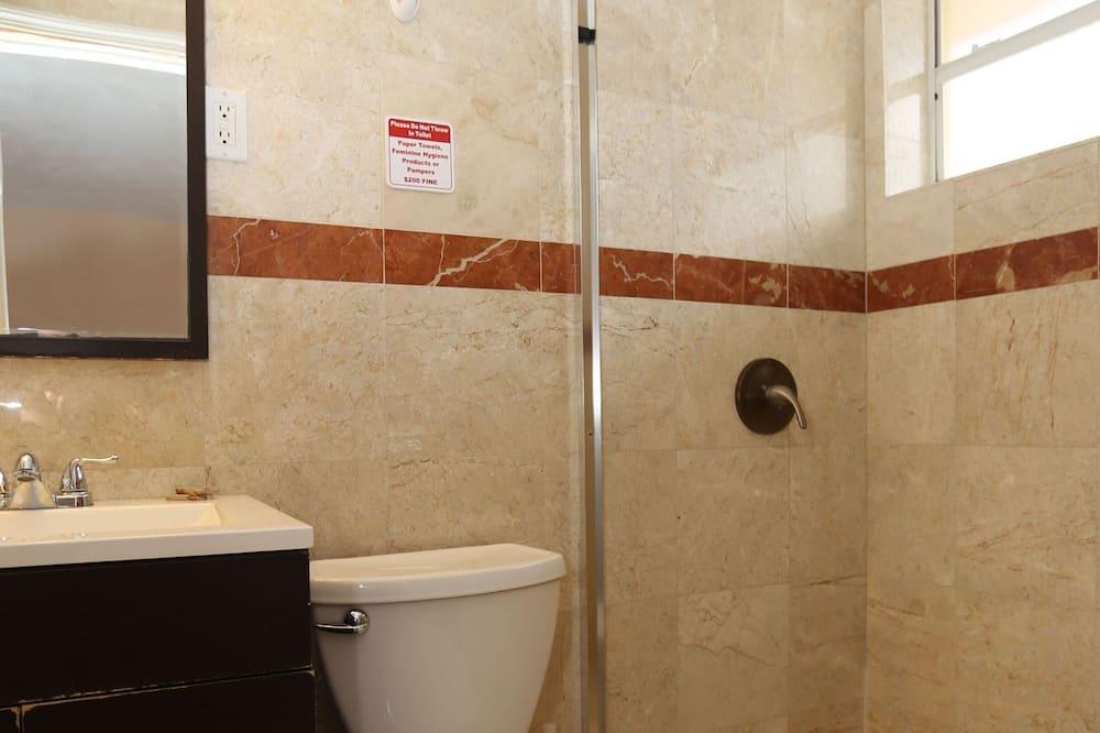 Phòng đôi Tiêu chuẩn, 2 giường đôi - Bồn tắm vòi sen trong phòng tắm