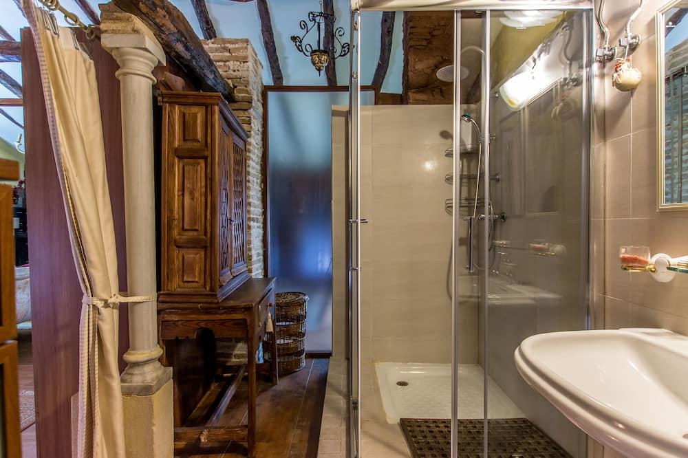 Luxury Quadruple Room, 2 Bedrooms, Private Bathroom - Bathroom