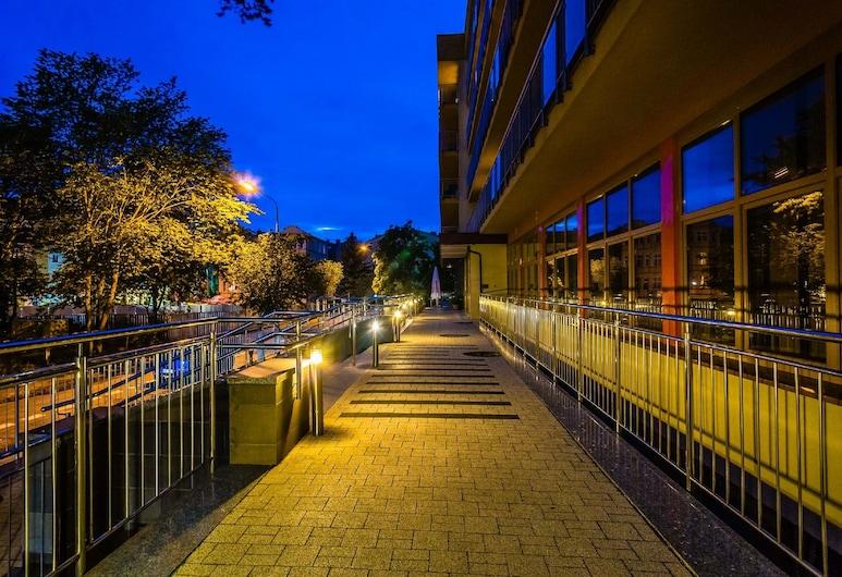 Hotel NAT Swinoujscie, Swinoujscie, Hotel Front – Evening/Night