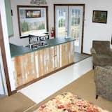 パノラミック キャビン クイーンベッド 1 台 簡易キッチン ハーバービュー - リビング エリア