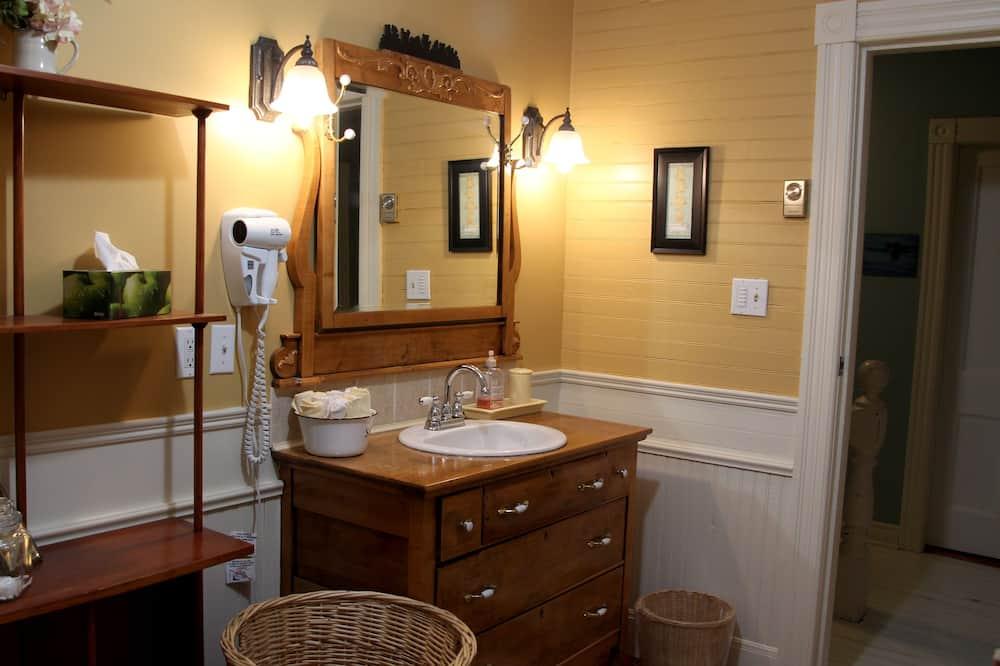 Basic Double Room, 1 Katil Ratu (Queen), Shared Bathroom - Bilik mandi
