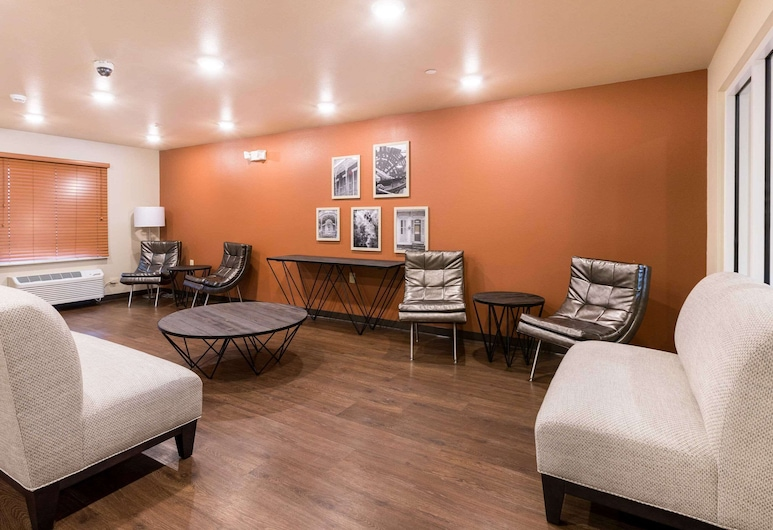 WoodSpring Suites Lafayette, Lafayette, Lobby