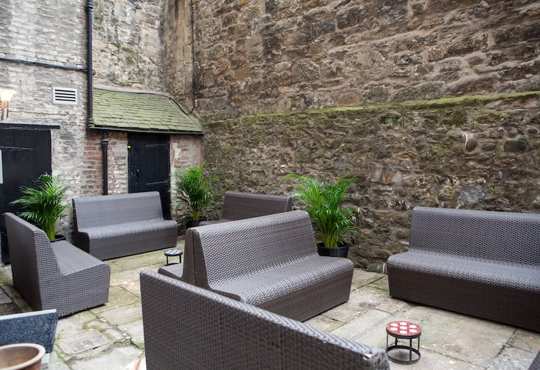Edinburgh Castle Apartments and Suites, Edinburgh, Garden