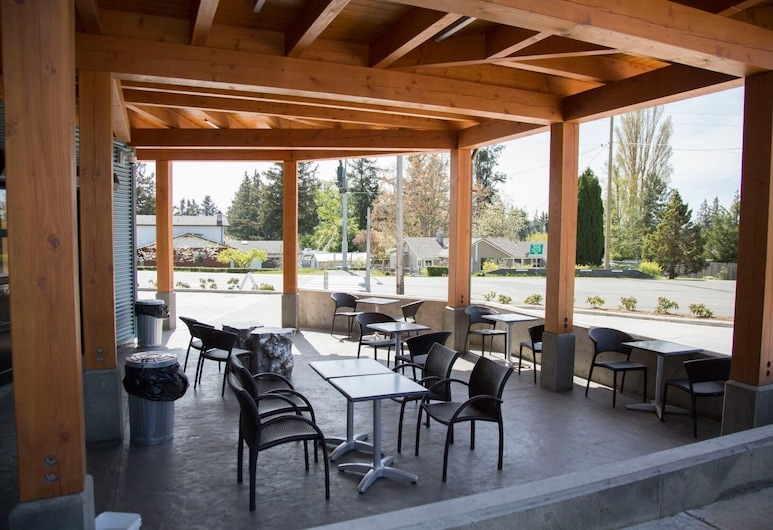 Pacific Point Market & Suites, Powell River, Pool