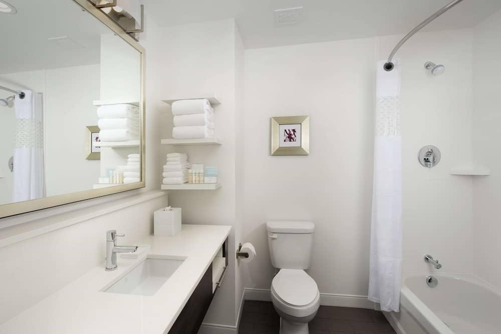 Room, 2 Queen Beds, Non Smoking, Refrigerator & Microwave - Bathroom