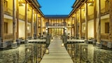 Choose This Luxury Hotel in Lijiang