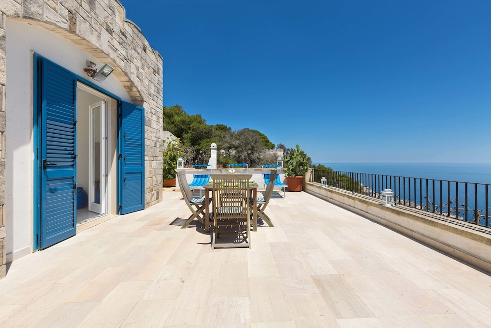 Book Terrazza sul Mare in Santa Cesarea Terme | Hotels.com