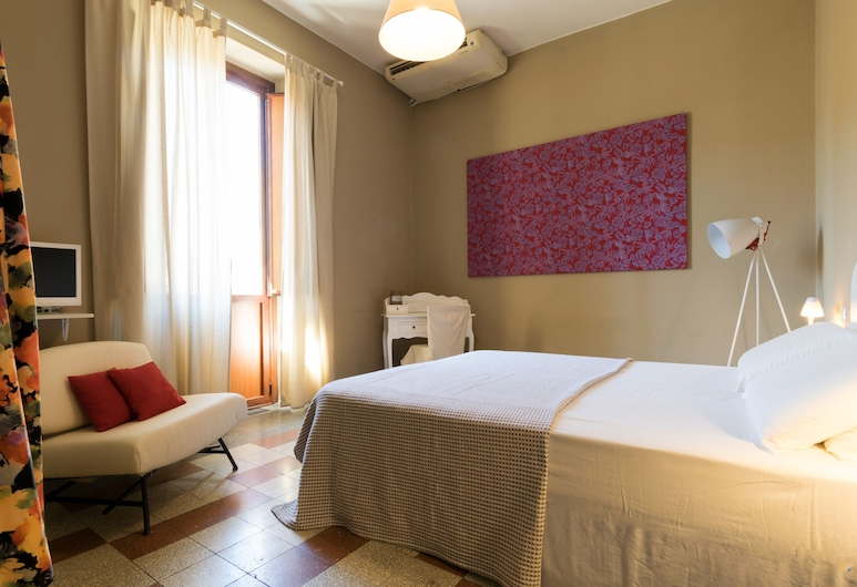 Guest House - BluLassù Rooms, Cagliari, Standard Double or Twin Room, Private Bathroom (external), Guest Room