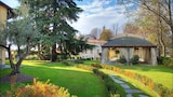 Choose This 4 Star Hotel In Monforte d'Alba