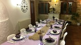 Reserve this hotel in Condado de Castilnovo, Spain