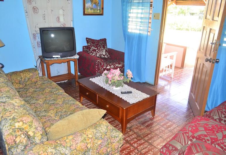 Little Shaw Park Guest House, Ocho Rios, Apartemen Standar, 2 kamar tidur, smoking, pemandangan kebun, Ruang Keluarga
