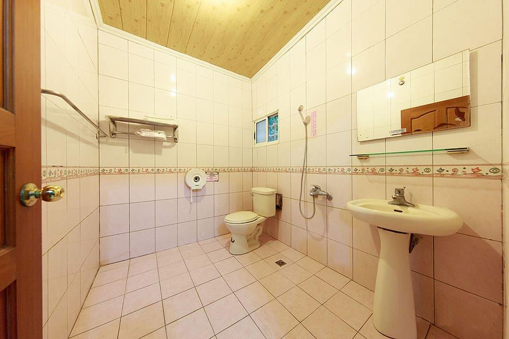 家庭客房 (Eight People) - 浴室