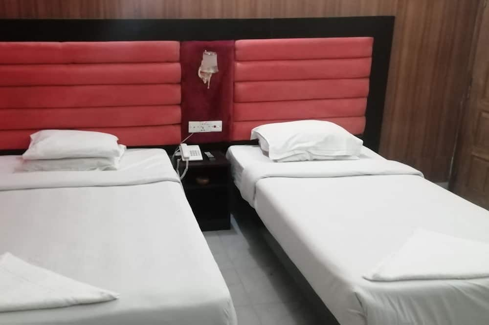 Deluxe Triple Room, Private Bathroom - Guest Room