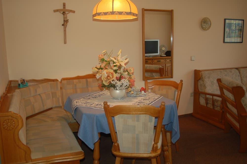 Apartment, Küche - Essbereich im Zimmer