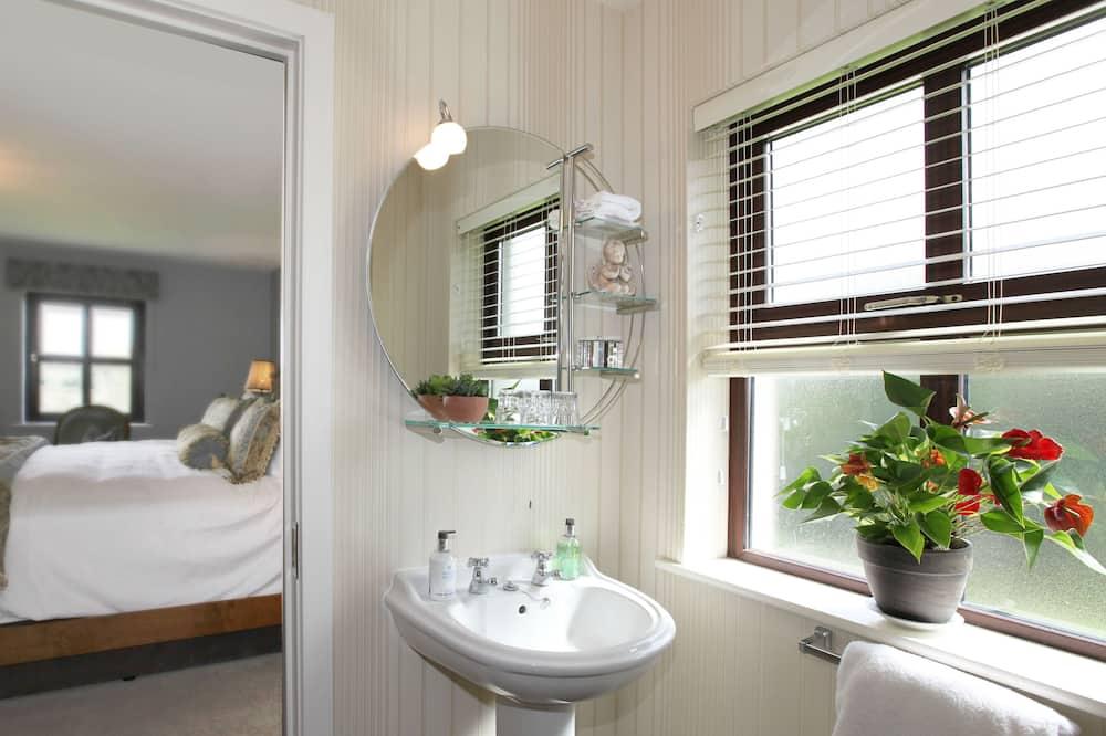 Люкс, 1 двуспальная кровать «Кинг-сайз», вид на сад - Ванная комната