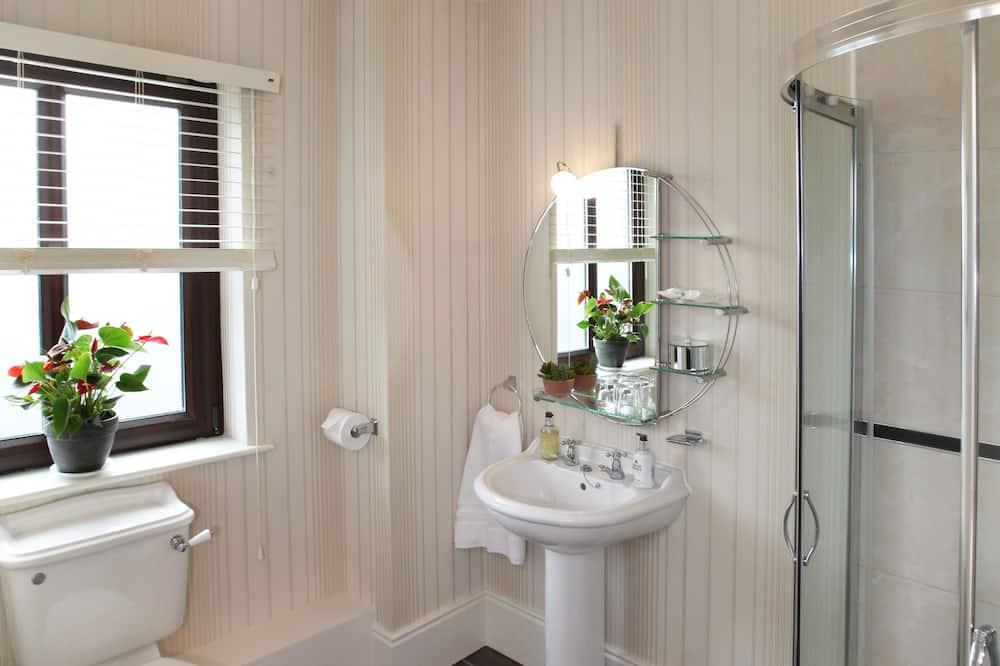 Люкс, 1 двуспальная кровать «Квин-сайз», вид на сад - Ванная комната