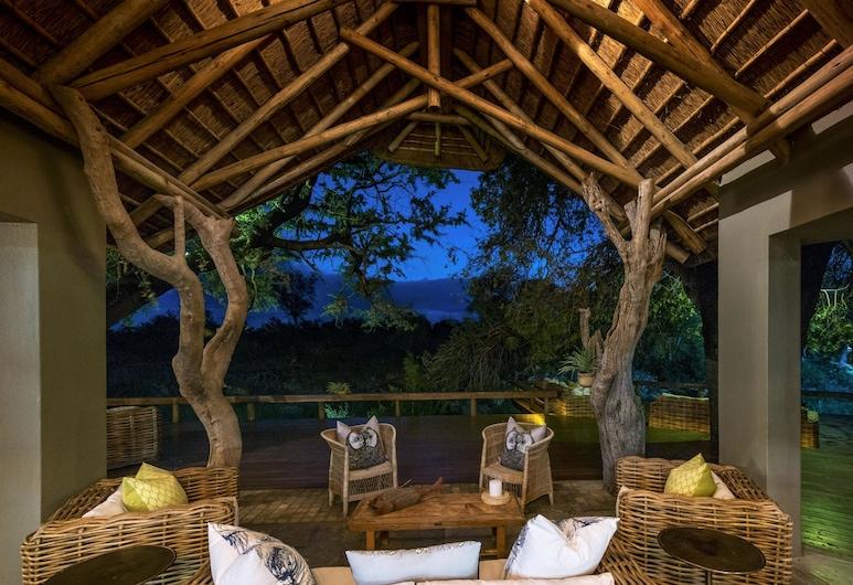 클라세리에 샌즈 리버 캠프, Kruger National Park, 숙박 시설 정면 - 저녁