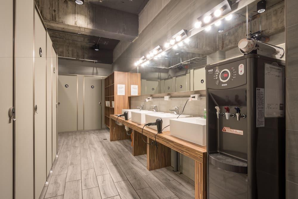 Basic Τετράκλινο Δωμάτιο, 1 Υπνοδωμάτιο, Κοινόχρηστο Μπάνιο - Μπάνιο