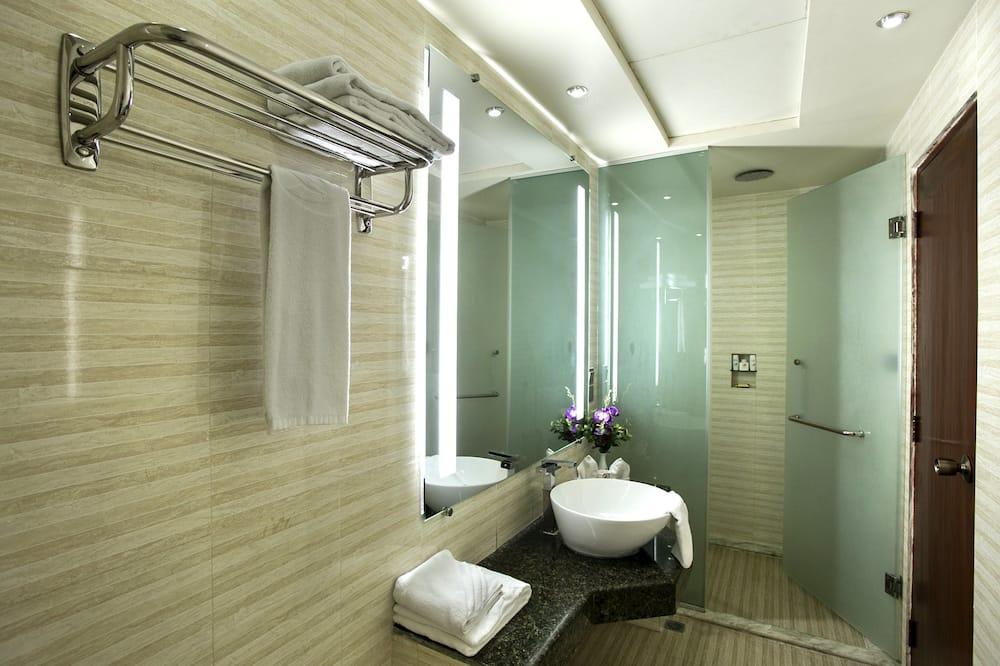 Paaugstināta komforta divvietīgs numurs, 2 vienguļamās gultas - Vannasistaba