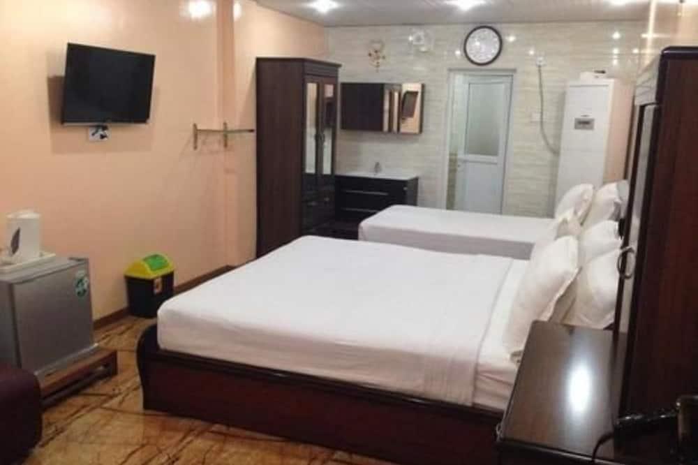 Superior - kolmen hengen huone, Kylpyamme - Vierashuone