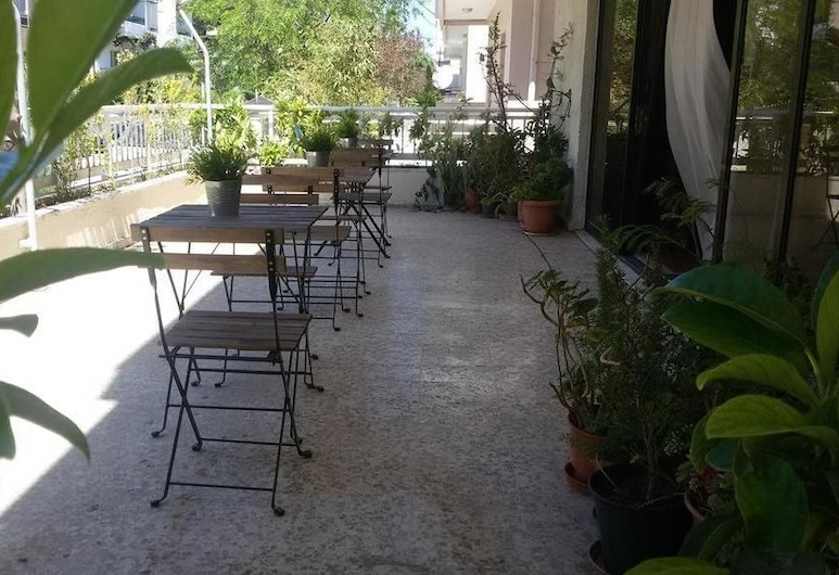 Emmanuel Apartments, Rodas, Restaurante al aire libre