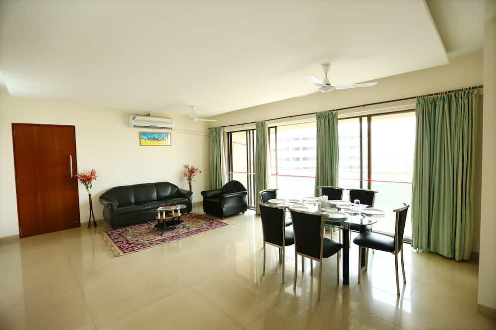 เบสิกอพาร์ทเมนท์, 3 ห้องนอน - พื้นที่นั่งเล่น