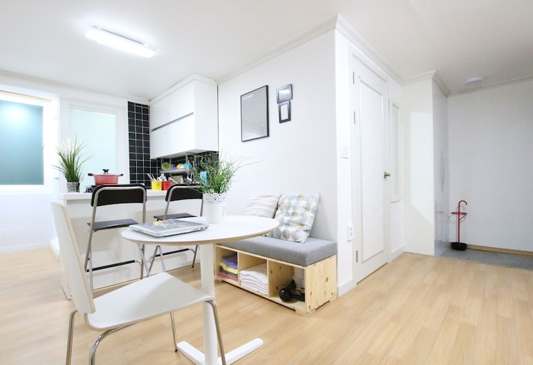 House in Hongdae 3, Seoul, House, 4 Bedrooms (2 queen and 6 single beds), Living Area