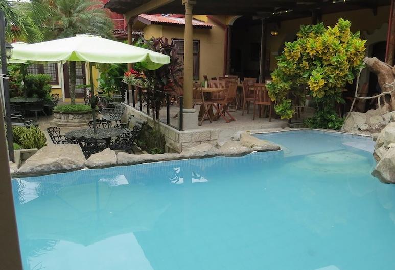 阿思多爾飯店, 雷塔盧萊烏, 室外游泳池