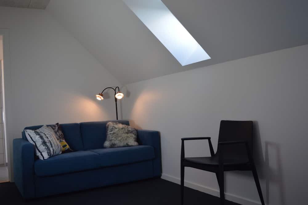 Double Room (OBS! Check in at Gerlev Kro, Bygaden 4, 3630 Jægerspris) - Living Area