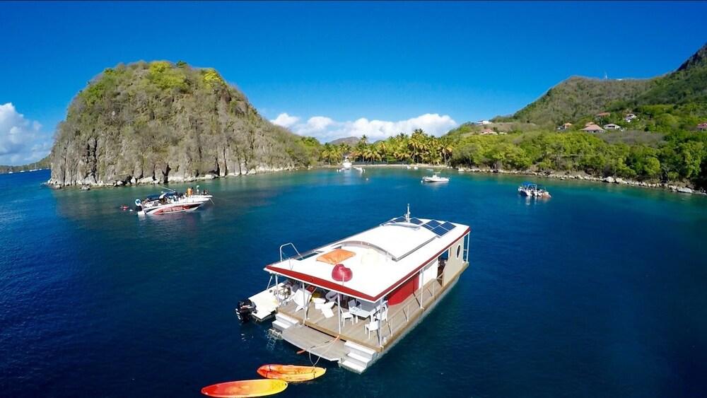 Aqua lodge les saintes terre de haut for Hotels saintes