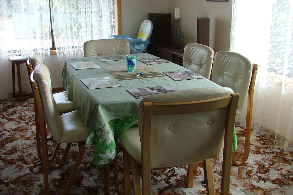 Familienhaus, 3Schlafzimmer, Küche, zum Innenhof hin - Essbereich im Zimmer