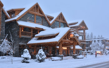 Picture of Moose Hotel And Suites in Banff