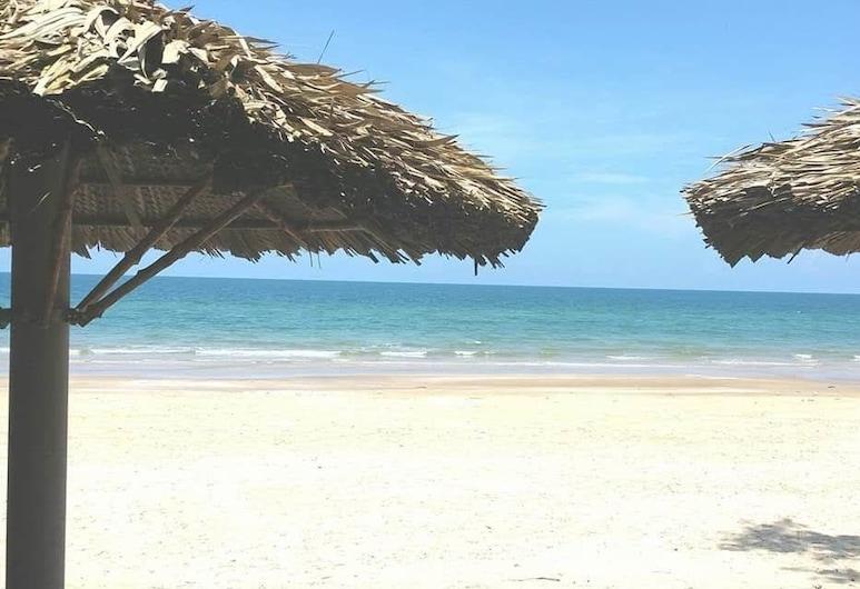 Suoi Nuoc Resort, Phan Thiet, Beach