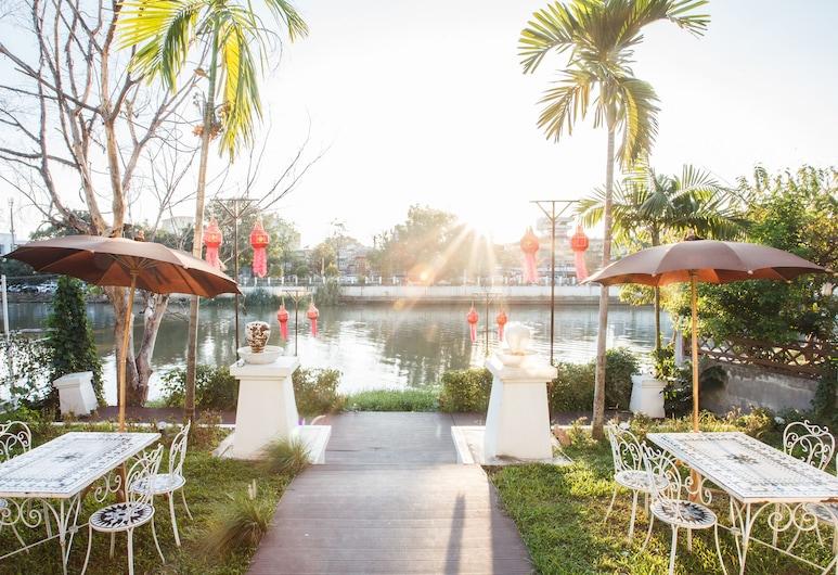 OYO 261 Riverside Colonial Hotel, Chiang Mai, Garden