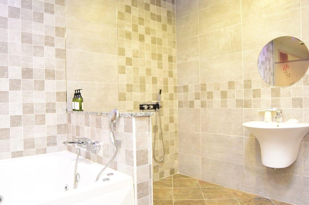 חדר סטנדרט זוגי, ללא עישון, אמבט זרמים - חדר רחצה