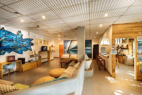 歐維加內格拉塔瑪林多青年旅舍及滑浪露營酒店