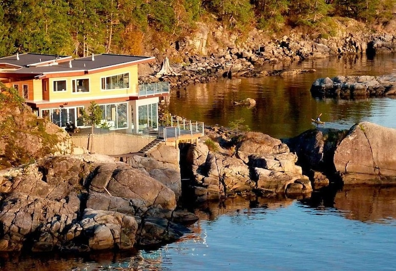 Pointhouse Suites On Sargeant Bay, Halfmoon Bay