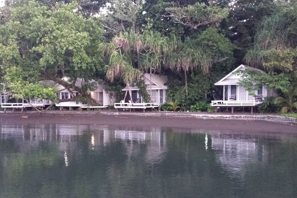 Waterfront Bungalows - Guest Room