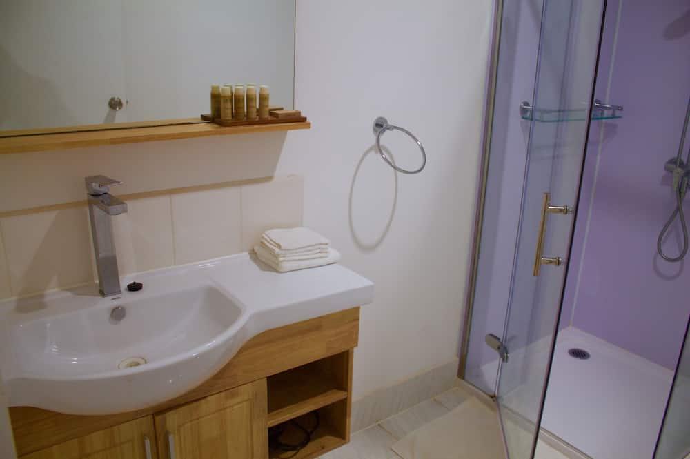 Waterfront Bungalows - Bathroom