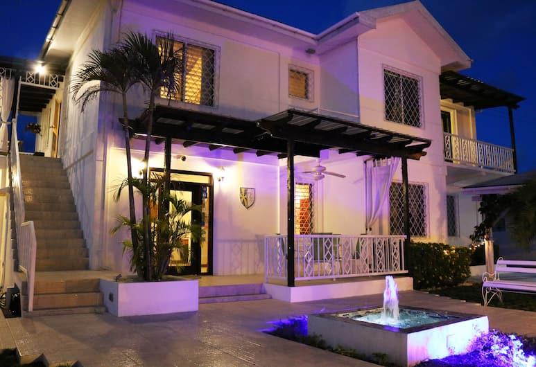 波斯卡迪別墅酒店, 貝里斯市, 酒店入口 - 夜景
